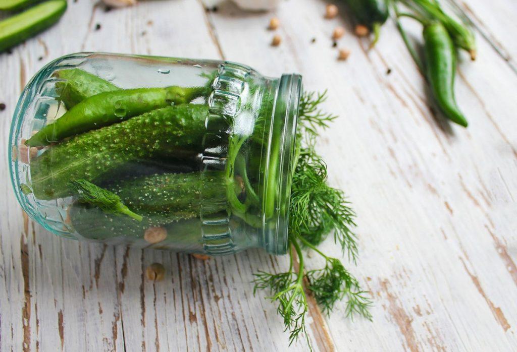 post warzywno-owocowy ogórki w słoiku